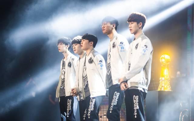 Invictus Gaming besiegt in Rekordzeit den dreifachen Weltmeister SK Telecom T1