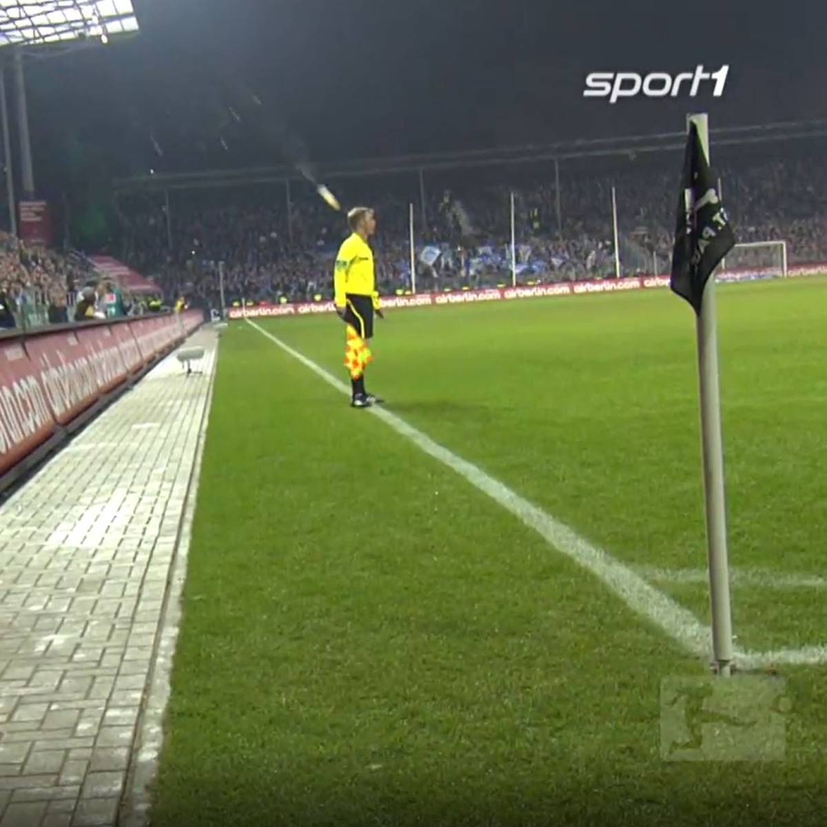 St. Pauli steigt vor Spielende dank Becher-Wurf ab