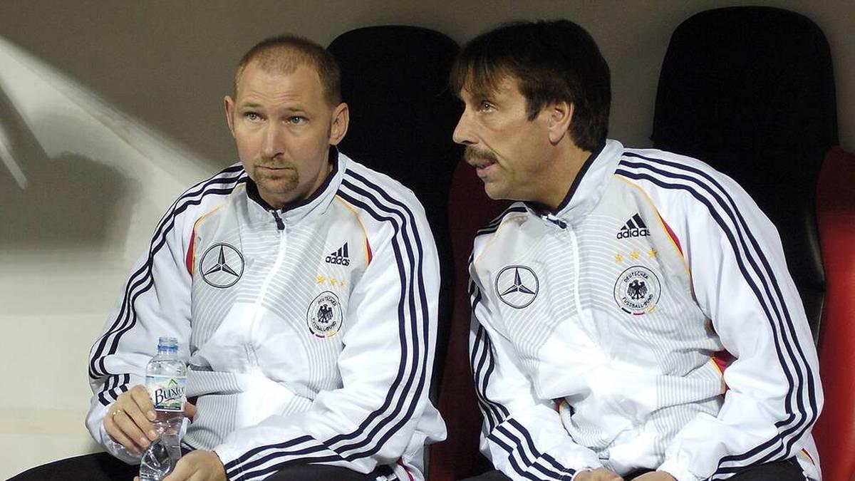 Wilfried Zander (r.) arbeitete einst bei der U21 und der U19 mit Dieter Eilts (l.) zusammen