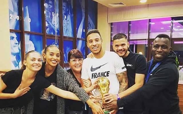 Corentin Tolisso (in weiß) feiert derzeit mit seinem Umfeld und ganz Frankreich den zweiten WM-Titel der Equipe Tricolore