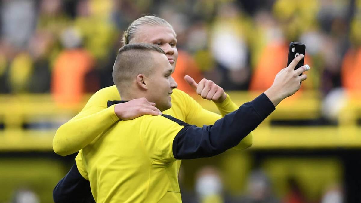 Irre Szenen! Haaland feiert BVB-Sieg mit Flitzer