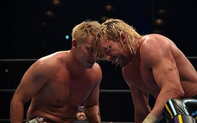Kazuchika Okada (l.) und Kenny Omega lieferten sich bei NJPW Klassiker