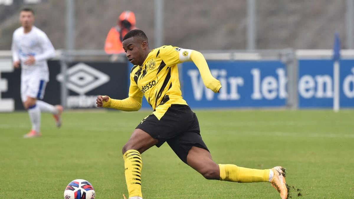 Youssoufa Moukoko könnte schon am nächsten Bundesliga-Spieltag sein Profidebüt beim BVB feiern. Vorher müsste er allerdings umziehen.