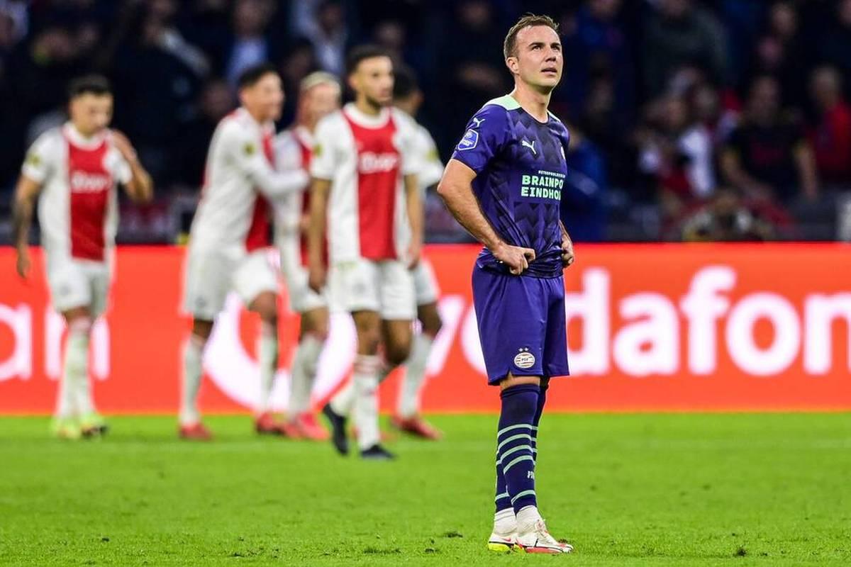 Ajax Amsterdam hat nach der Champions-League-Gala gegen Borussia Dortmund auch das Spitzenspiel der niederländischen Fußball-Liga klar gewonnen.