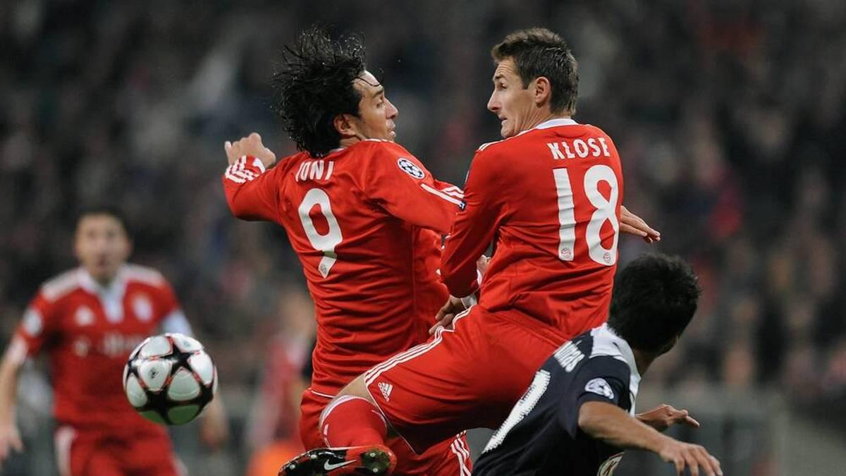 Miroslav Klose (Mitte) und Luca Toni (li.) feierten beim FC Bayern als Sturm-Duo viele Erfolge