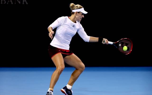 Angelique Kerber returnt einen Ball bei der WTA Elite Trophy in Zhuhai