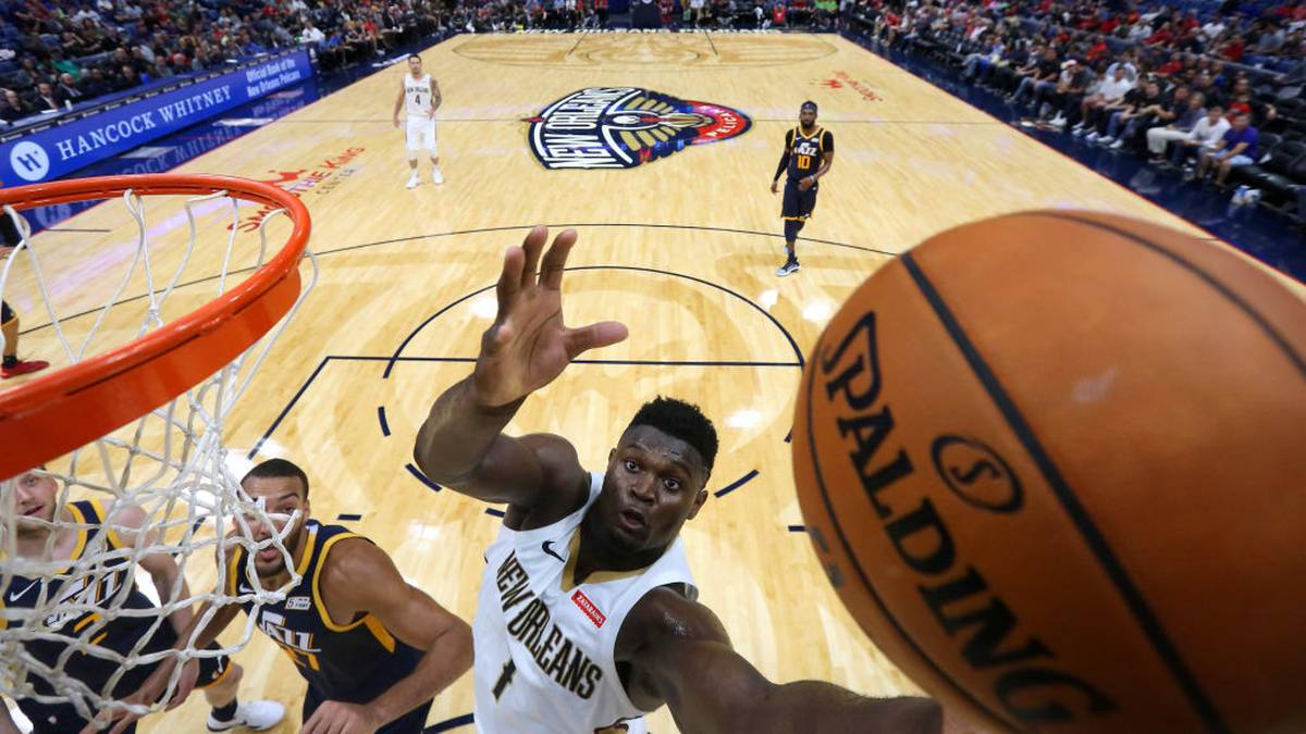 NEW ORLEANS, LOUISIANA - OCTOBER 11: Zion Williamson #1 of the New Orleans Pelicans shoots against Rudy Gobert #27 of the Utah Jazz during the second half of a game at the Smoothie King Center on October 11, 2019 in New Orleans, Louisiana. (Photo by Jonathan Bachman/Getty Images)