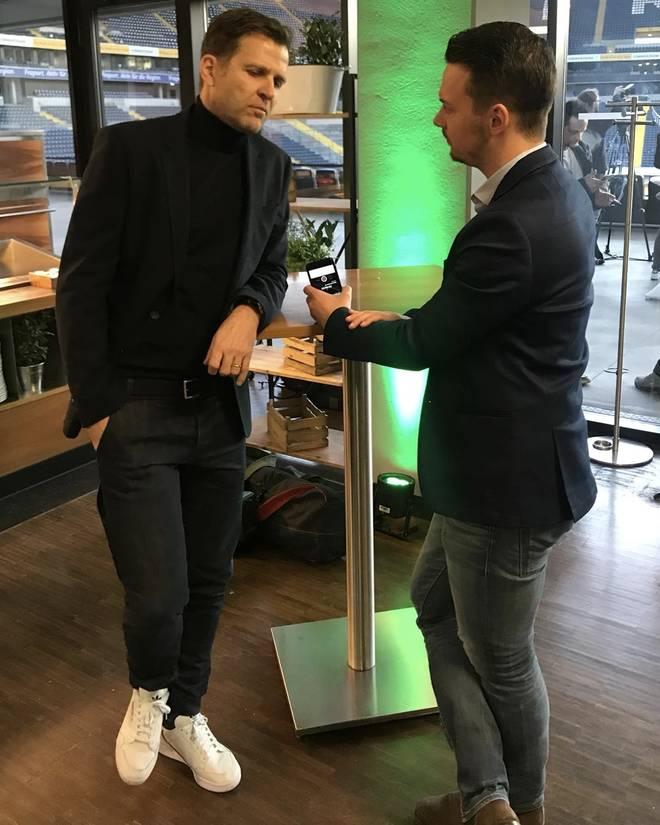 SPORT1-Chefreporter Florian Plettenberg (r.) traf Oliver Bierhoff in der Frankfurter Commerzbank Arena