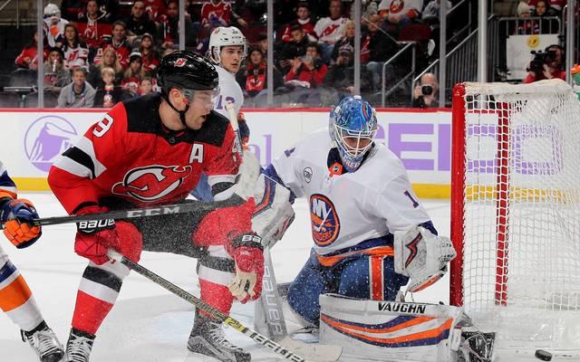 NHL: Thomas Greiss (r.) glänzte beim Sieg der New York Islanders gegen die New Jersey Devils
