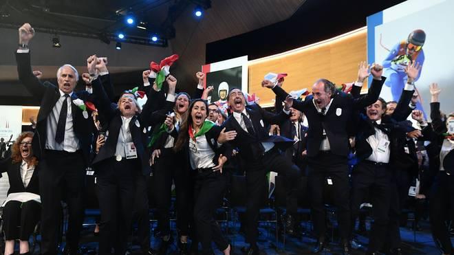 Die Delegation aus Italien jubelt über die Vergabe der Winterspiele 2026 an Mailand und Cortina d'Ampezzo