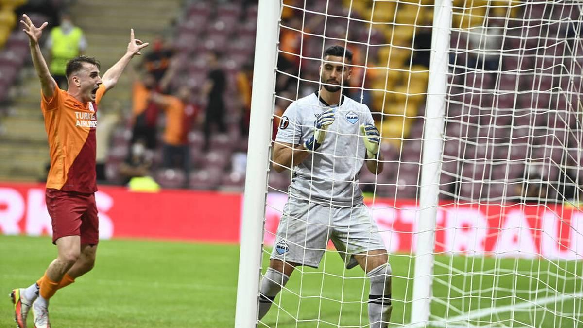 Irres Eigentor! Lazio-Keeper legt sich Ball selbst rein