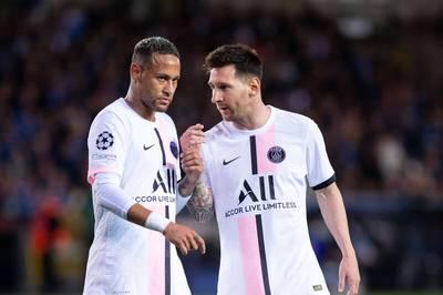 """Lionel Messi, Neymar und Kylian Mbappé stehen nach ihrem ersten gemeinsamen Auftritt beim 1:1 gegen Brügge in der Kritik. Der Supersturm wird als """"riesige Baustelle"""" bezeichnet."""