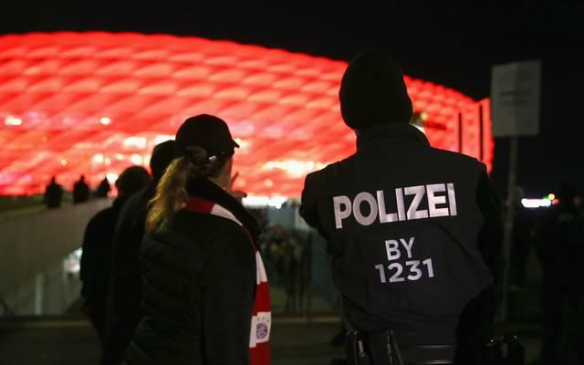 Polizisten vor der Allianz Arena in München