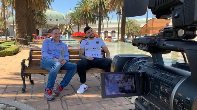 Artur Mann (r.) sprach in Johannesburg mit SPORT1-Reporter Ingo Rohrbach
