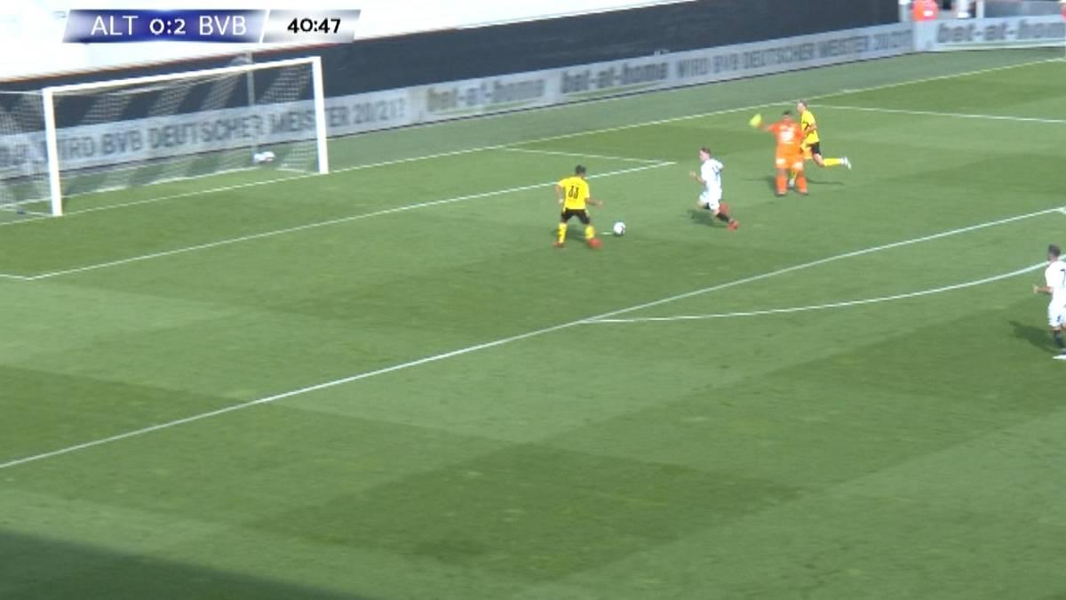 Mega-Fehlschuss! BVB-Youngster scheitert vor dem leeren Tor