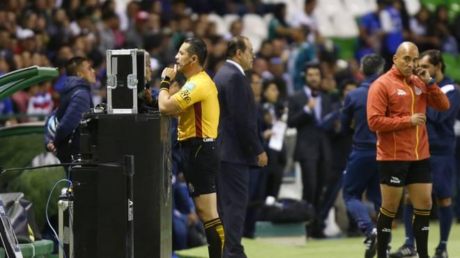 In der Champions League wird im Achtelfinale erstmals der Videobeweis eingesetzt