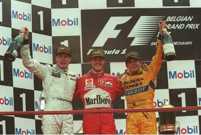 FORMEL 1: GP von BELGIEN 1997, Spa Franchorchamps, 24.08.97 Bereits 1997 lieferten sich Michael Schumacher (M.) und Mika Häkkinen (l.) einen packenden Kampf in Spa