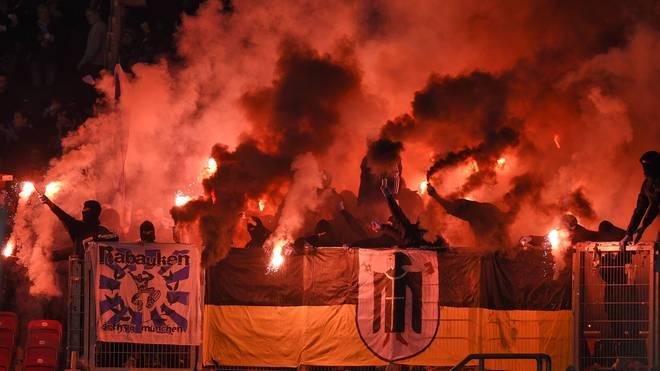 1860-Fans brannten in Stuttgart Pyro-Technik ab