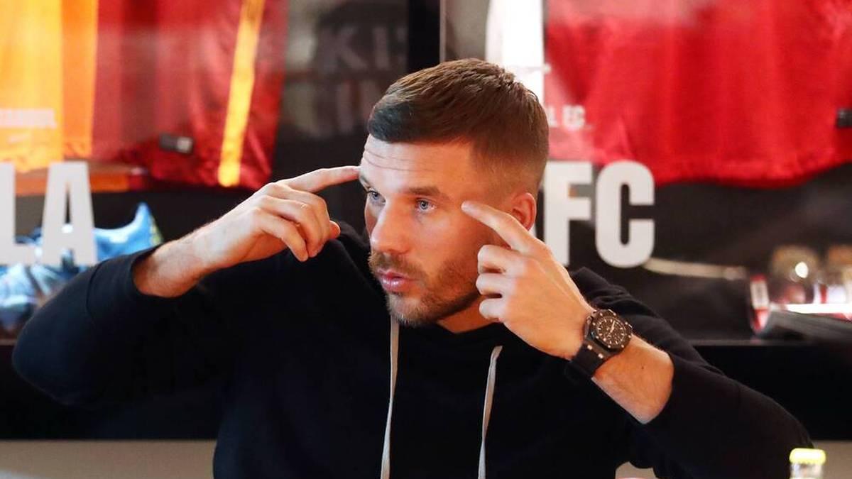 Lukas Podolski geht nach dem EM-Aus der deutschen Nationalmannschaft hart mit dem Team ins Gericht.
