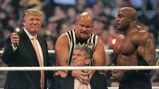 Donald Trump (l.) durfte bei WrestleMania 23 WWE-Boss Vince McMahon kahl scheren