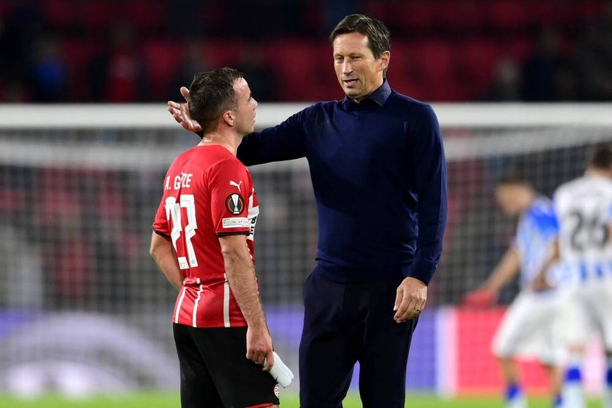 Klatsche, Pfiffe, reichlich Unmut: Roger Schmidt muss sich bei PSV heftige Kritik gefallen lassen. Eine Rolle spielt dabei auch Mario Götze.