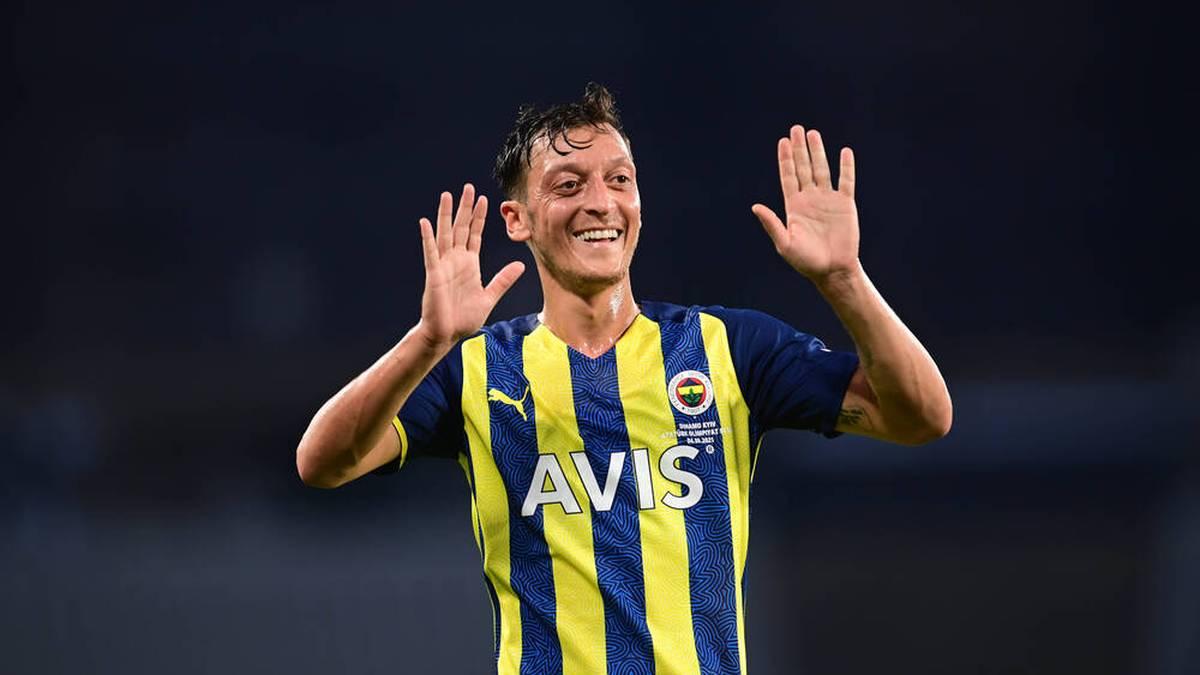 Mesut Özil erzielte seinen ersten Pflichtspieltreffer für Fenerbahce