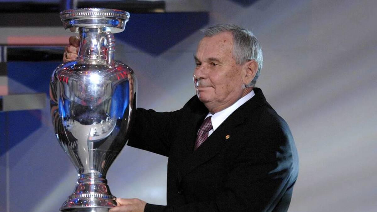 Der erste Europameister nach dem zweiten Weltkrieg war die Sowjetunion. Valentin Ivanov (siehe Bild) und sein Team bezwangen im Finale am 10.07. Jugoslawien mit 2:1