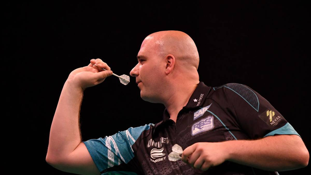 LEEDS, ENGLAND - MAY 16: Rob Cross of England in action during the 2019 Unibet Premier League Darts at First Direct Arena on May 16, 2019 in Leeds, England. (Photo by George Wood/Getty Images)