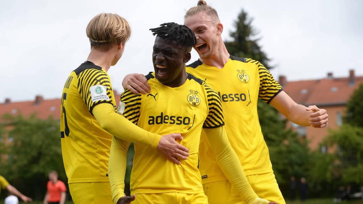Drei späte Tore: BVB vermöbelt Schalke