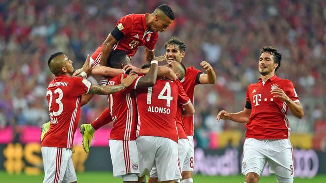 Die Spieler des FC Bayern kommen gegen Werder Bremen gar nicht aus dem Feiern raus