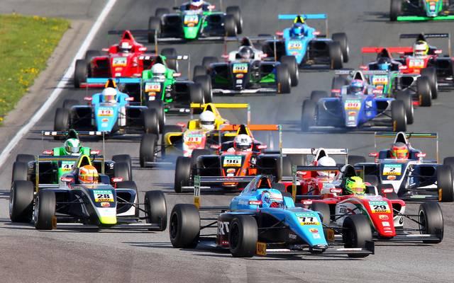 Lirim Zendeli raste beim Rennen ADAC Formel 4 auf dem Hockenheimring auf Platz eins In der FIA Formel-3-Europameisterschaft hatten sich auch Lewis Hamilton, Sebastian Vettel oder Max Verstappen für die Formel 1 empfohlen