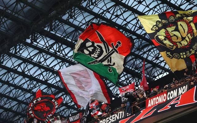 Wegen Mussolini-Banner: Neun Lazio-Ultras mit Stadionverboten belegt, Anhänger von Lazio Rom sorgten gegen Milan für einen Eklat