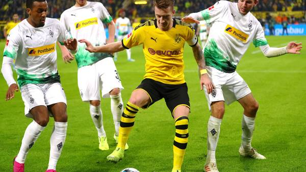 DORTMUND, GERMANY - OCTOBER 19: Marco Reus of Dortmund battles for the ball with Alassane Plea, Nico Elvedi and Christoph Kramer of Borussia Monchengladbach during the Bundesliga match between Borussia Dortmund and Borussia Moenchengladbach at Signal Iduna Park on October 19, 2019 in Dortmund, Germany. (Photo by Dean Mouhtaropoulos/Bongarts/Getty Images)