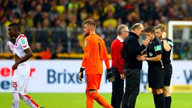 Borussia Dortmund v 1. FC Koeln - BundesligaJörg Schmadtke hatte sich in Dortmund noch auf dem Platz bei Schiedsrichter Patrick Ittrich beschwert
