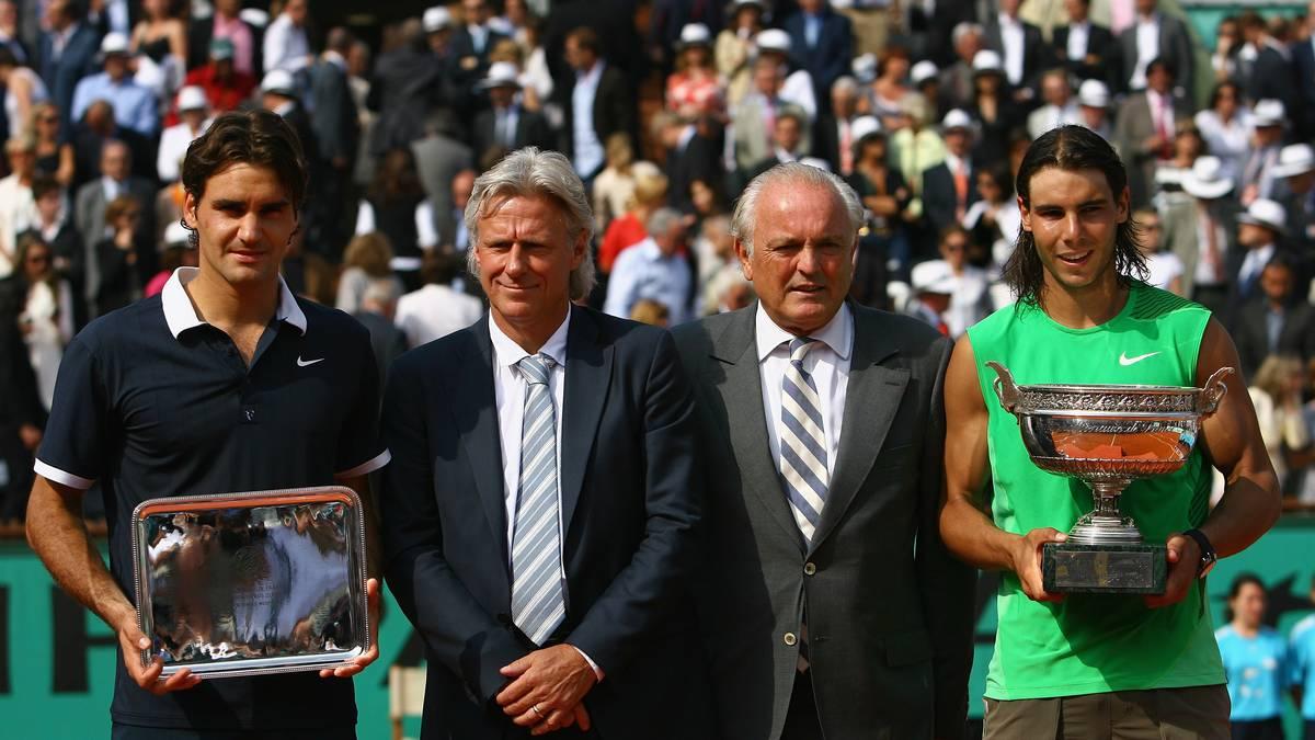 French Open - Roland Garros 2008 Day Fifteen Mit seinem Finaltriumph über Roger Federer (ganz links) setzte Rafael Nadal (ganz rechts) seiner Dominanz in Paris ein Denkmal