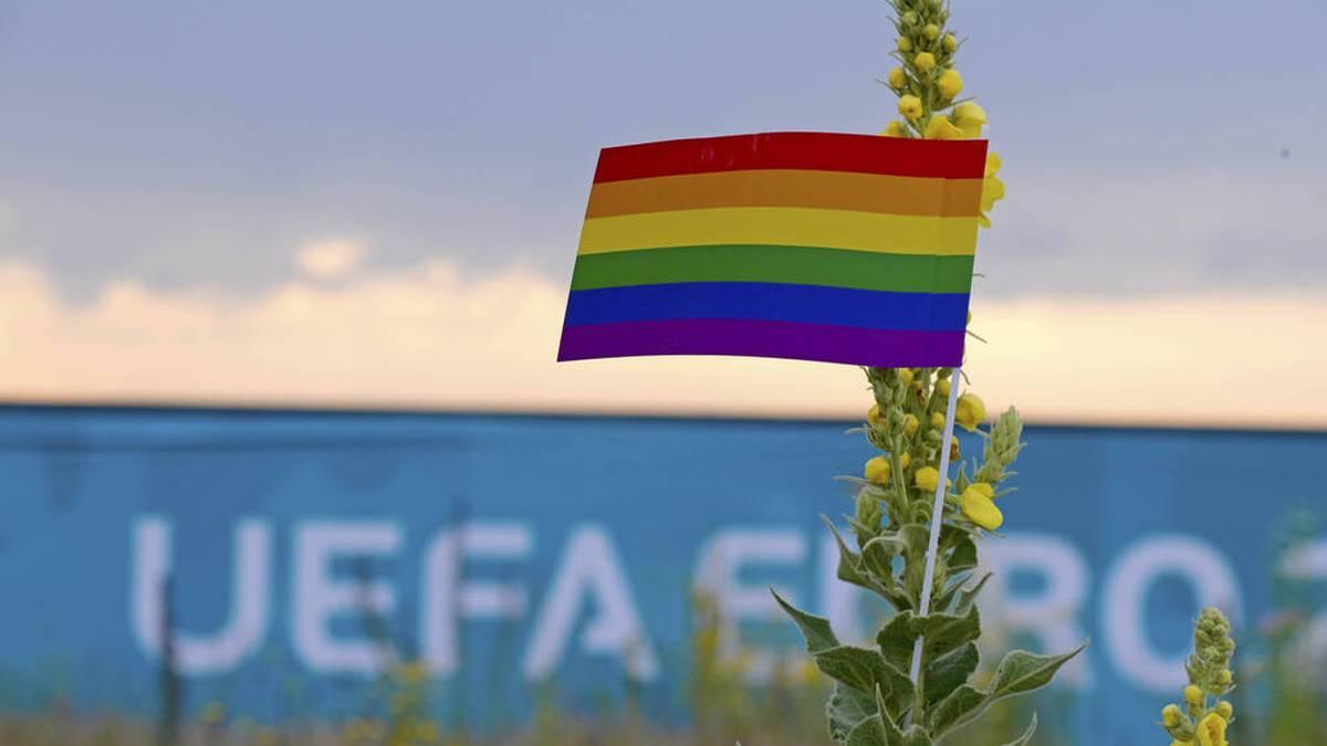 Ordner konfiszieren Regenbogen-Fahne: So reagiert die UEFA