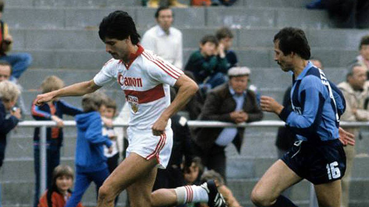 1980/1981 war Joachim Löws erste Bundesliga-Saison. Sie verlief enttäuschend. Für den VfB Stuttgart kam er nur zu vier Einsätzen. Frustriert wechselte er danach zu ...