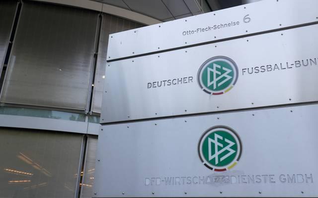 Der DFB prüft einem Bericht zufolge einen Ausstieg aus den Verträgen mit der Schweizer Vermarktungsfirma Infront