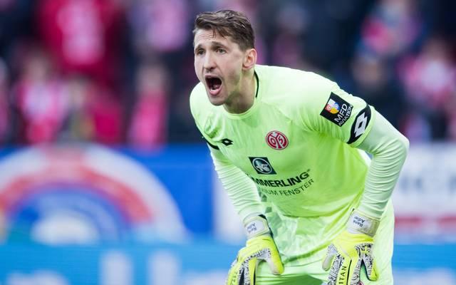 Mainz 05: Torwart Rene Adler denkt über Karriereende nach, Rene Adler arbeitet nach einem Knorpelschaden an seinem Comeback