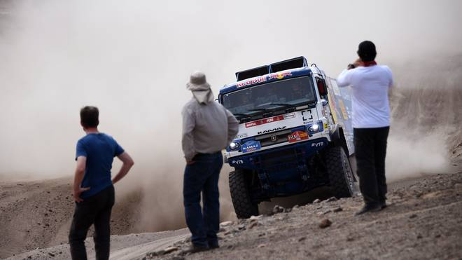 Bei einem Zusammenstoß mit einem Truck wurde bei der Rallye Dakar ein Zuschauer verletzt (Symbolbild)