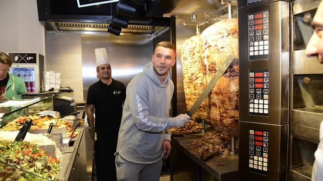 Lukas Podolski lässt mit Provokationen gegen Gladbach-Fans nicht locker