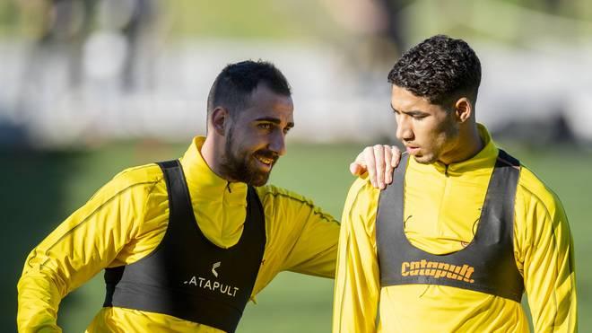 Paco Alcacer (l.) und Achraf Hakimi spielen seit dieser Saison gemeinsam bei Borussia Dortmund