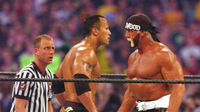 Hulk Hogan (r.) kehrte 2002 gegen The Rock auf die WrestleMania-Bühne zurück