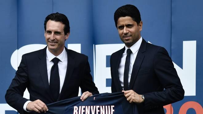Nasser Al-Khelaifi (r.) und Unai Emery bei der Begrüßung des Trainers in Paris