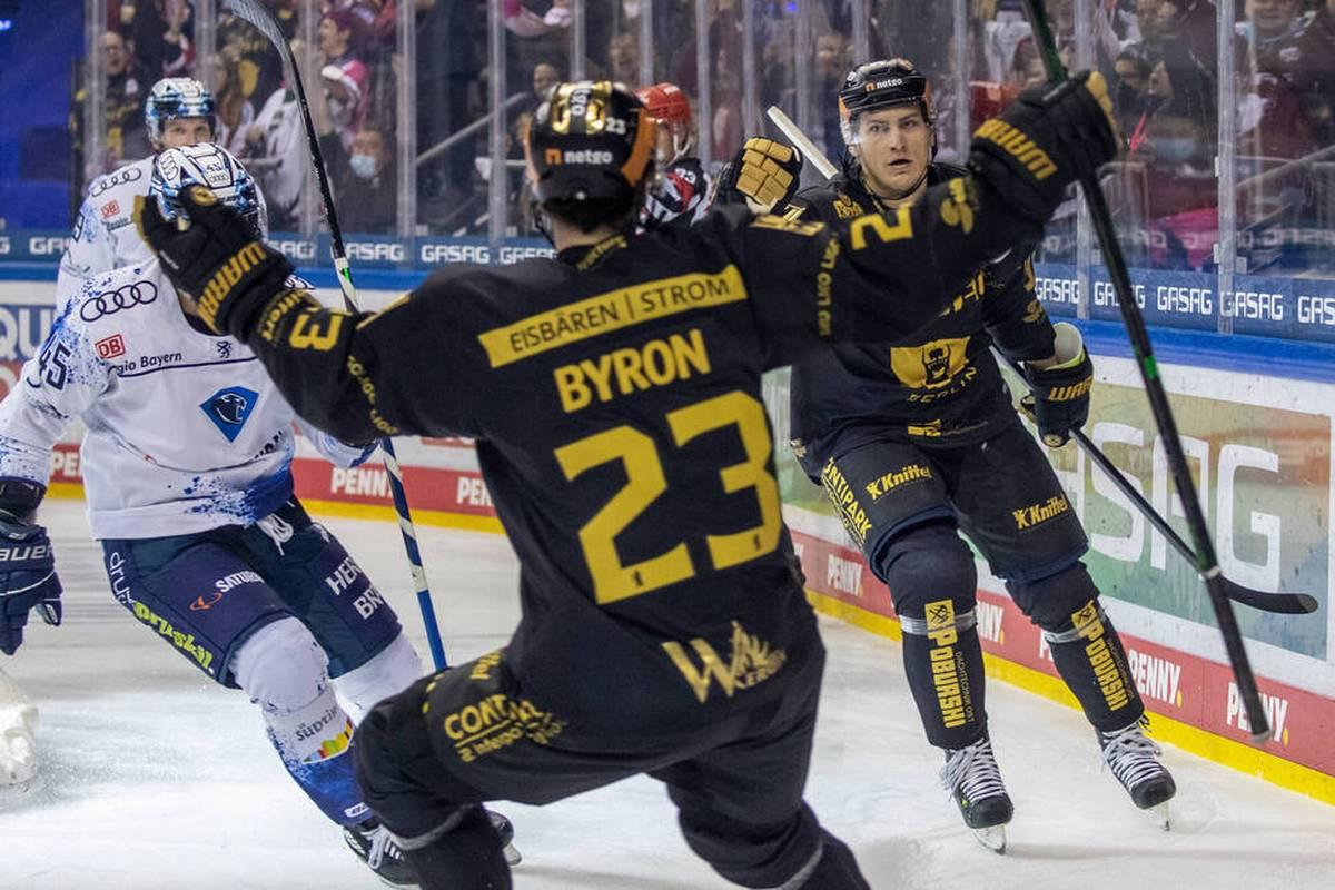 Meister Eisbären Berlin hat seine beeindruckende Auswärtsserie in der Deutschen Eishockey Liga (DEL) ausgebaut.