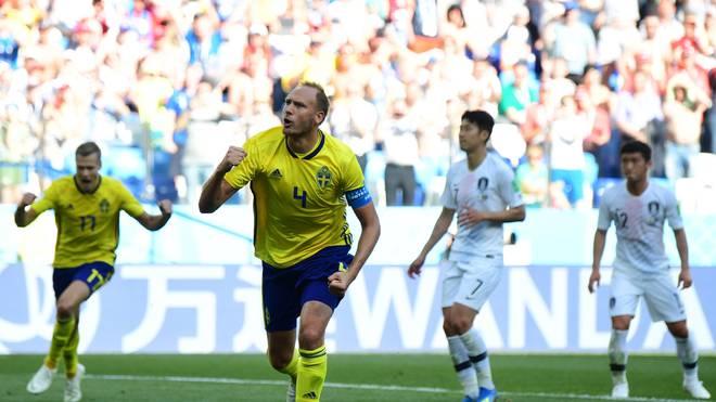 Schwedens Kapitän Andreas Granqvist erzielt den Siegtreffer für Schweden