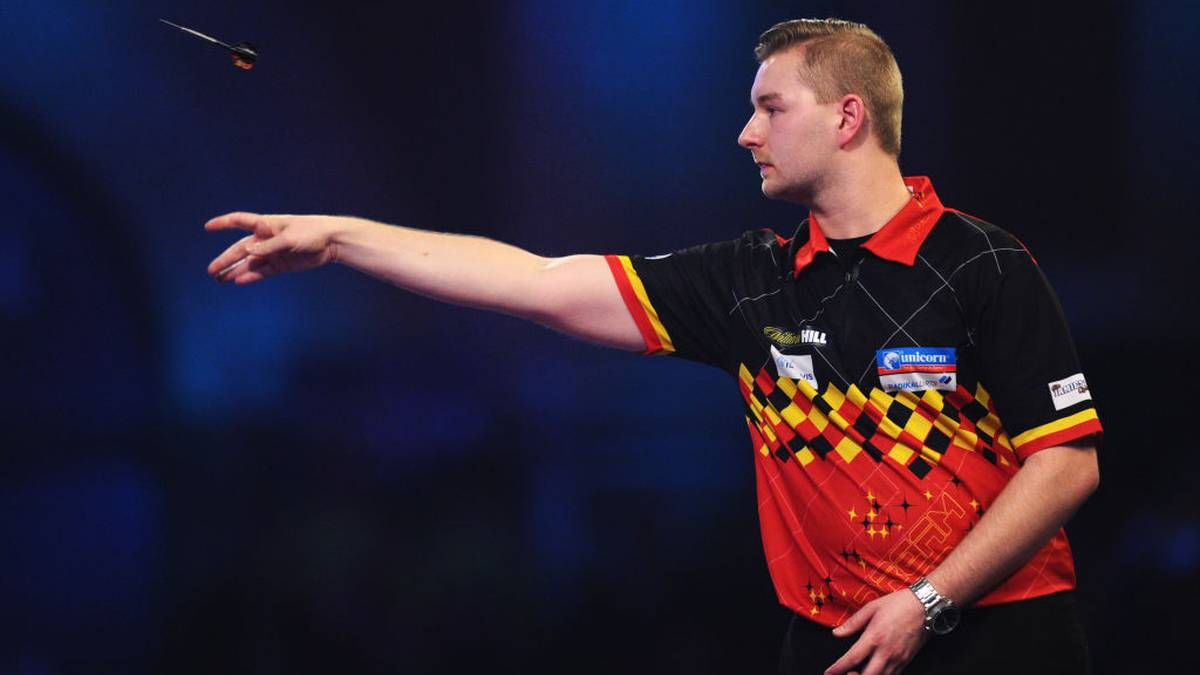 LONDON, ENGLAND - DECEMBER 28: Dimitri Van den Bergh of Belgium in action against Adrian Lewis of England in his Fourth Round match during Day Thirteen of the 2020 William Hill World Darts Championship at Alexandra Palace on December 28, 2019 in London, England. (Photo by Alex Burstow/Getty Images)