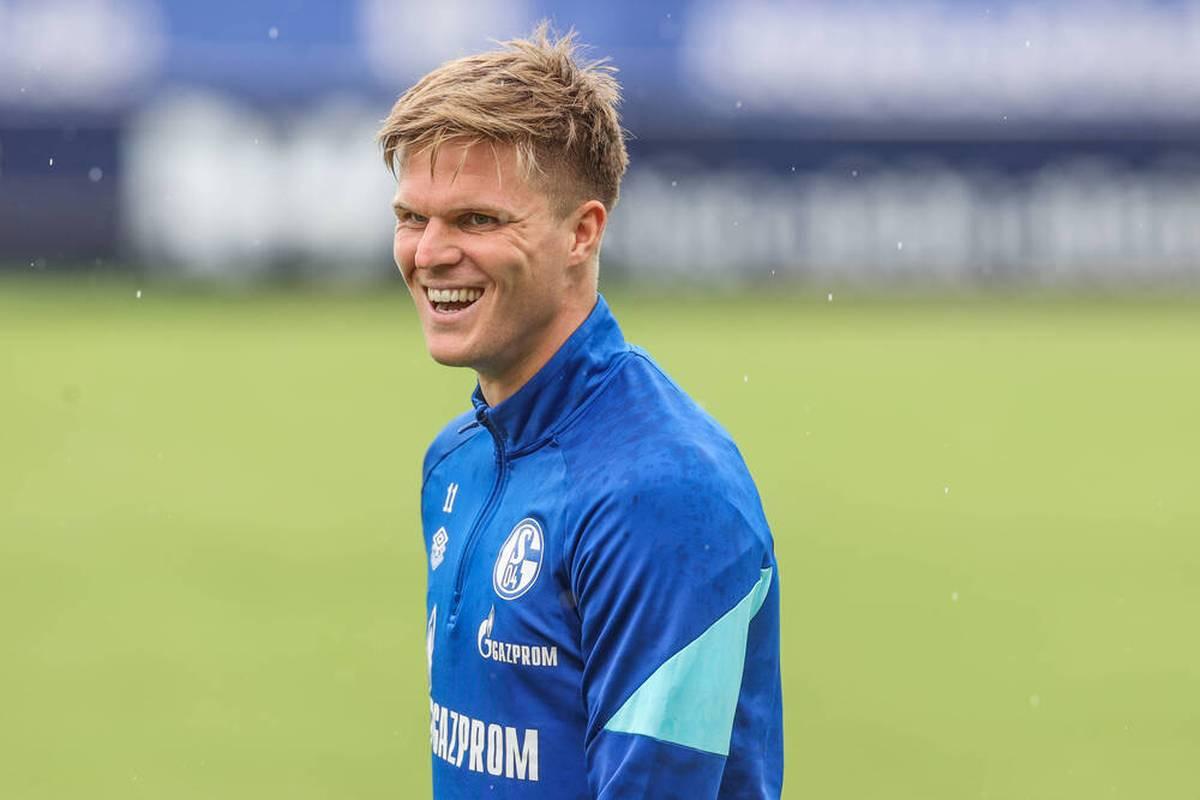 Marius Bülter ist nach seinem Wechsel zu Schalke 04 auf Anhieb Leistungsträger. Mit den Knappen hat der Stürmer große Ziele.