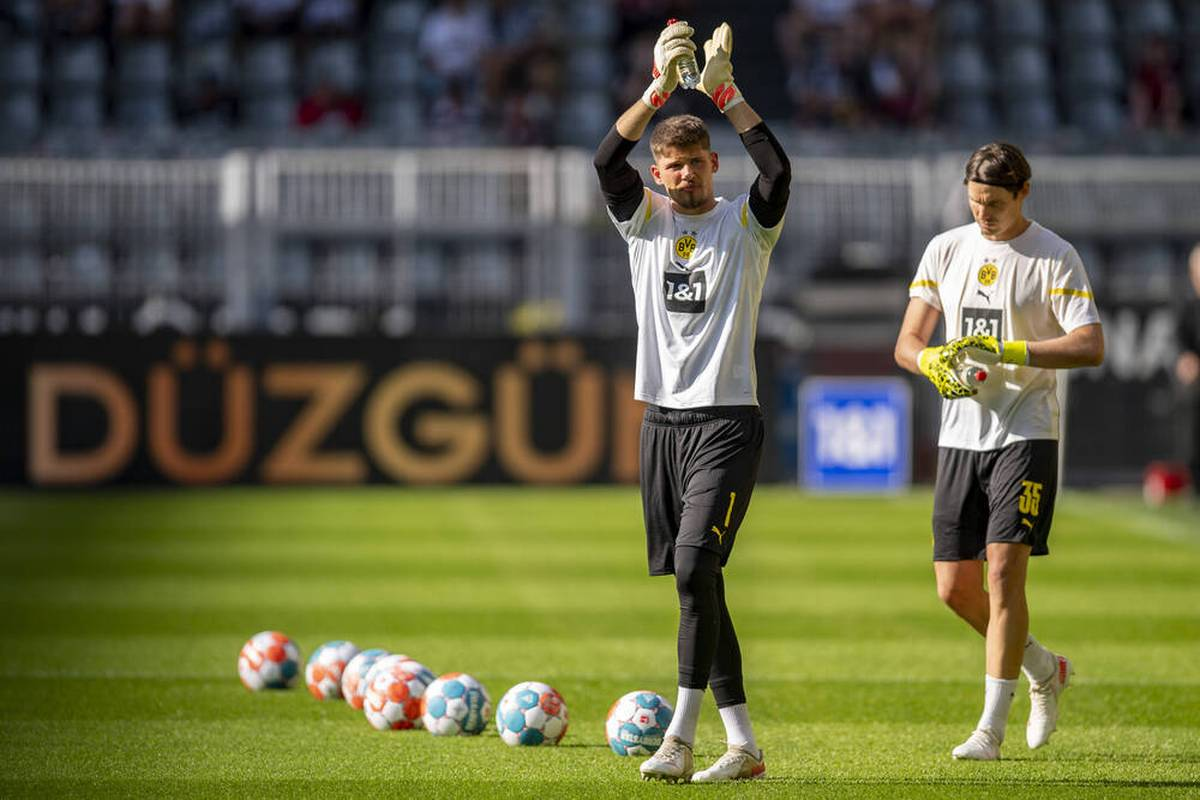 Borussia Dortmund wird beim Pokalduell mit dem FC Ingolstadt wohl ohne seinen Stammtorhüter Gregor Kobel auflaufen. Im Sturm droht ein zusätzlicher Ausfall.