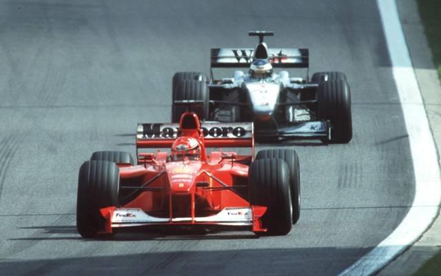 Mika Häkkinen jagt Michael Schumacher durch die Ardennen-Achterbahn in Spa
